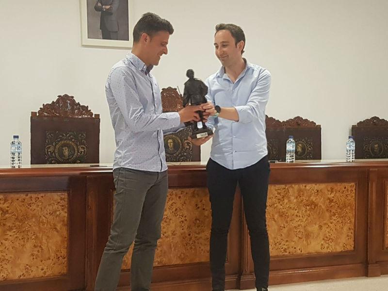 El árbitro de Primera División e internacional Jesús Gil Manzano visito Zalamea