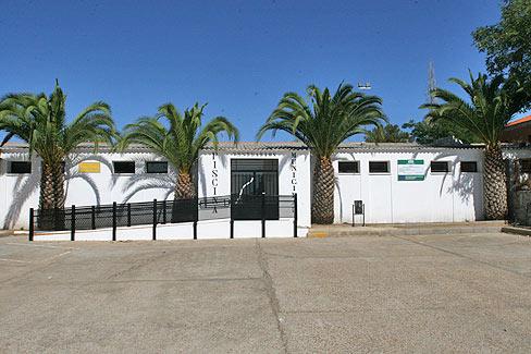 El Ayuntamiento de Zalamea de la Serena convocado tres plazas de conserje-taquillero y dos de Socorristas para la piscina municipal.